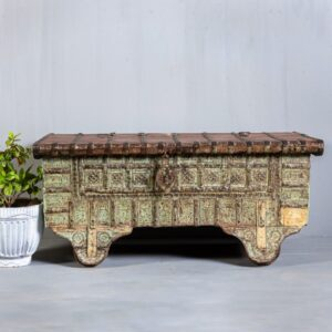COFFEE TABLES & CHEST BOXES